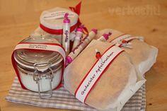 Gedeckten Apfelkuchen (in Mini-Form) Marillenmarmelade von meiner Mama Grießkoch mit Fairtrade Bio-Equita Kakao und Fizzers