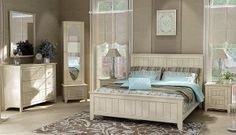 Λακαριστό σετ κρεβατοκάμαρας ΙΣΑΒΕΛΛΑ με στρώμα. Διαστάσεις: Κρεβάτι 174 x 212 cm, Κομοδίνο 55 x 44cm, Τουαλέτα 120 x 50 x 90 cm (διατίθεται και με ψηλή συρταριέρα Y:133cm) Όλο το σετ διατίθεται σε πολλά χρώματα λάκας. Tα κομμάτια πωλούνται και χωριστά.