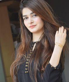 World's Cutest Girl, Cute Girl Photo, Stylish Girls Photos, Stylish Girl Pic, Simple Pakistani Dresses, Pakistani Girl, Indian Dresses Traditional, Stylish Dpz, Cool Girl Pictures