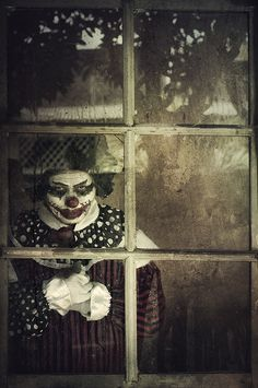 If I just bought a house and saw this from outside through the window.Me:Well all my stuff is still in the UHUAL truck so forget that shhhh I'm out.I don't mess with clowns✌️