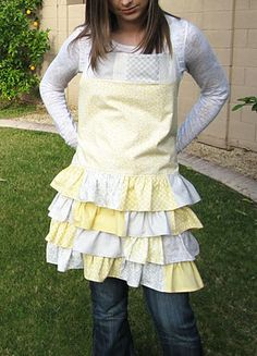 free ruffled apron pattern.....i know a certain college age girl who is getting one of these!