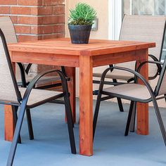 Free woodworking plans for simple DIY woodworking projects. Perfect for beginner DIYers. New plans added every month. Perfect woodworking ideas and projects for every skill level. Diy Kids Table, Wood, Wood Diy, Diy Furniture Plans, Diy Furniture, Storage Bins Diy, Diy Outdoor Table, Diy Life, Dining Table