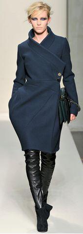 Ferrè  ... great cut edgy  & classy #women'swintercoatsclassy