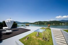 Floating House by Hyunjoon Yoo Architects (11) roof top garden