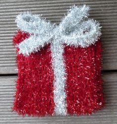 Knitting Patterns Funny A knitted gift as a shower or rinse sponge from Creative Bubble sponge wool with instructions Bubble Christmas, Christmas Holidays, Christmas Wreaths, Felt Patterns, Knitting Patterns, Crochet Patterns, Creative Bubble, Crochet Dishcloths, Drops Design