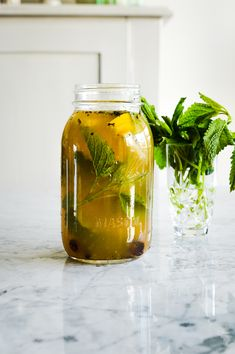 """""""Witches"""" Iced Tea - fork and flower Special T, Lemon Balm Tea, Making Iced Tea, Strawberry Juice, Iced Tea Recipes, Oranges And Lemons, Seasonal Food, Kraut, Witches"""