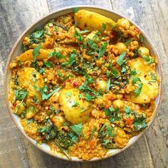 A big bowl of quinoa and turmeric curry with potatoes, spinach, chickpeas and all the spices Tastes so good right now! For anyone after the recipe, it's in my second book - the Everday one** #Mainmealsforvegetarians
