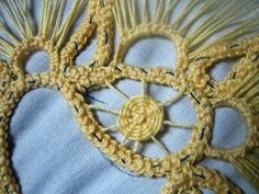 Dentelle roumaine No 1 Romanian Lace, Point Lace, Crotchet, Crochet Necklace, Embroidery Stitches, Games, Crocheted Lace, Mesas, Handicraft