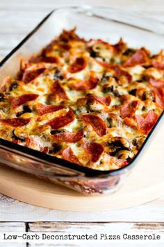 Let's start the year out right with this Low-Carb (and Gluten-Free) Deconstructed Pizza Casserole! This recipe is low-carb, Keto, low-glycem. Pizza Casserole, Casserole Recipes, Low Carb Pizza, Low Carb Keto, Diet Pizza, Healthy Low Carb Recipes, Keto Recipes, Lunch Recipes, Wheat Free Recipes