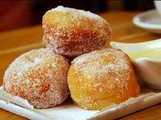 Raspberry Beignets with Vanilla Dipping Sauce Recipe : Alex Guarnaschelli : Food Network - 5 stars Beignets, Donut Recipes, Sauce Recipes, Just Desserts, Dessert Recipes, Recipes Dinner, Raisin Sec, Raspberry Sauce, Mimosas