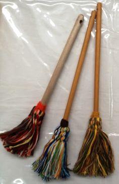 Et les fils sont de toutes les couleurs puisque c est nous qui les  choisissons ! Matériels   2 petites aiguilles à tricoter fil ... f1b0fcae902