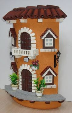Risultati immagini per teja decorada en relieve Diy Crafts Slime, Slime Craft, Diy And Crafts, Arts And Crafts, Clay Houses, Ceramic Houses, Stone Houses, Clay Fairy House, Fairy Houses
