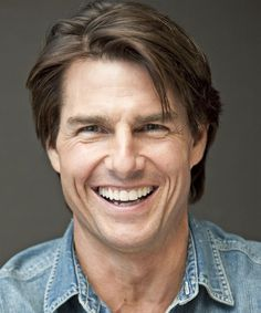 View yourself with Tom Cruise hairstyles and hair colors. View styling steps and see which Tom Cruise hairstyles suit you best. Casual Hairstyles, Celebrity Hairstyles, Hairstyle Short, Hollywood Actor, Hollywood Celebrities, Tom Cruise Short, Tom Cruise Haircut, Cooler Stil, Chocolate Hair