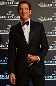 El actor británico Clive Owen posa a la llegada a una de las fiestas del Festival de Cine de Venecia