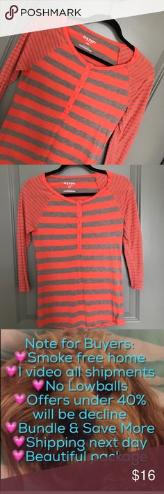 TOP 💗Condition: EUC, No flaws. No rips, holes pr stains. Color: orange and gray.  💗Smoke free home 💗No trades 💗No returns 💗No modeling  💗Shipping next day 💗OPEN TO reasonable OFFERS  💗BUNDLE and save more (item68) Old Navy Tops Tees - Long Sleeve