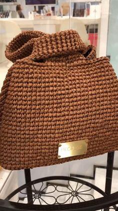 stylish handmade summer bag, made from natural raffia Crochet Basket Pattern, Crochet Chart, Crochet Motif, Crochet Stitches, Knit Crochet, Crochet Bag Tutorials, Crochet Flower Tutorial, Crochet Videos, Handmade Wire Jewelry