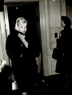 Marilyn leaving her apartment building in New York, 1961.