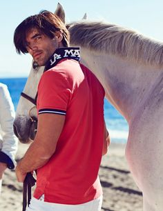 Sand, breeze and fun under the sun. The polo shirt is always a must-have at the beach.