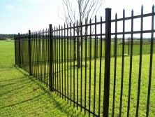 Staggered Spear Top Aluminum Fence by Mossy Oak Fence