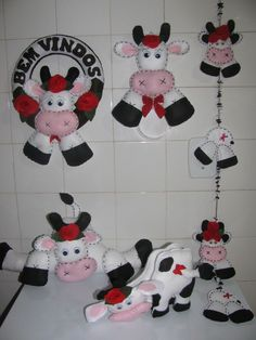 Kit Enfeites de Vaca - 95 Farm Crafts, Diy Crafts, Cows Mooing, Lulu Love, Cow Pattern, Cow Art, Felt Decorations, Felt Patterns, Felt Toys
