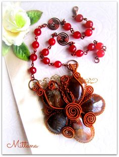 Flower Wire-Wrapped Necklace by https://www.facebook.com/dwear.rooms