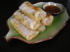 Spring rolls: - 60 g mung bean noodles - 1 Tbsp ml) canola oil - 2 cups ml) shredded cabbage g) - 1 cup ml) shredded carrots Protein Recipes, Protein Foods, Mung Bean, Shredded Carrot, Spring Rolls, Fresh Rolls, Sausage, Ethnic Recipes, High Protein Foods