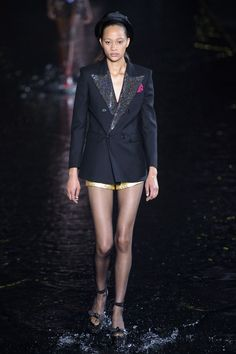 Saint Laurent Spring 2019 Ready-to-Wear Fashion Show Collection: See the complete Saint Laurent Spring 2019 Ready-to-Wear collection. Look 29 Vogue Paris, Saint Laurent Paris, Fashion Show Collection, Runway Models, Mannequins, Fashion History, Formal, Editorial Fashion, Supermodels