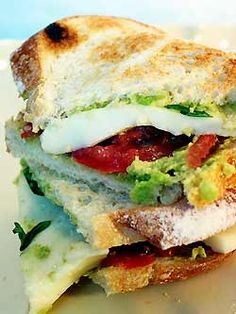Mozzacado (Mozzarella and Avocado) Sandwich Best Sandwich, Sandwich Recipes, Lunch Recipes, Great Recipes, Vegetarian Recipes, Favorite Recipes, Tomato Sandwich, Tex Mex, Slow Cooker