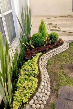 Landscaping with river rock can create breathtaking backyards, gardens and patios. We present some of the top river rock landscaping ideas with these 130 photos. Front Yard Landscaping Design, River Rock Landscaping, Landscape Design, Landscaping With Rocks, Landscape Edging, Rock Garden Landscaping, Backyard Garden, Backyard