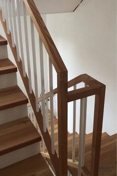 Massivholzstufen auf Betontreppe und Treppengeländer aus Lärchenholz The two-tone design goes perfectly with the rural or Scandinavian hygge style. House Staircase, Staircase Remodel, Staircase Railings, Stairway Railing Ideas, Diy Stair Railing, Interior Staircase, Open Staircase, Staircases, Rustic Stairs