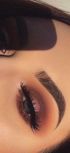 43 AWESOME CHIC and GLAMOUR EYE MAKEUP LOOKS Ideas and Images for 2019 PArt 35 ; eye makeup for brown eyes; eye makeup for blue eyes; eye makeup natural Source by danielaivandiko makeup looks Natural Eye Makeup, Blue Eye Makeup, Eye Makeup Tips, Makeup Inspo, Beauty Makeup, Makeup Ideas, Makeup Tutorials, Beauty Tips, Images Of Eye Makeup