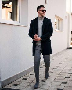 In today's we have 14 savvy turtleneck streetwear outfits for the smart casual man. Mens Smart Casual Outfits, Casual Wear For Men, Turtleneck Outfit, Mens Turtleneck, Best Mens Fashion, Mens Fashion Suits, Mens Roll Neck Sweater, Black And Grey Outfits, City Outfits