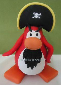 Topo de bolo do club penguin. Pinguin com 9cm de altura . Produto artesanal feito à mão e pode ter uma pequena variação de tonalidade e modelagem. PREÇOS: Pinguin simples R$ 30,00 Pinguin com algum acessório (boina, cachecol, tapa olho, etc) R$ 35,00 Pinguin mais elaborados (pirata, sansei, gary, rookie, anja, etc) R$ 45,00 R$ 45,00
