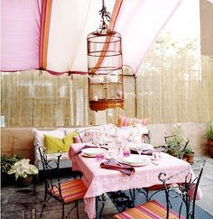 Domino stylists always take it to the next level, loving the real birdcage in this outdoor dining setting!