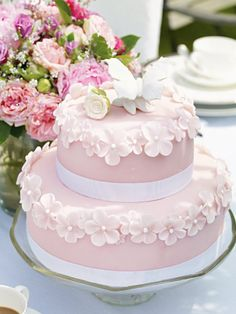 Many individuals don't think about going into company when they begin cake decorating. Many folks begin a house cake decorating com Pretty Cakes, Cute Cakes, Beautiful Cakes, Amazing Cakes, Bolo Floral, Floral Cake, Creative Cake Decorating, Creative Cakes, Fondant Cakes