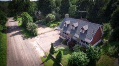 Service de photographie aérienne pour souvenir, vente de maison ou terrain.
