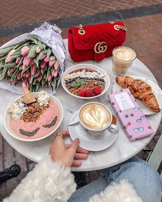 mil Me gusta, 608 comentarios - P o l i n a Coffee Break, Coffee Time, Morning Coffe, Fruit Drinks, Beverages, Aesthetic Food, Diy Food, Food Photography, Food Porn