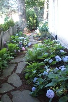 A beautiful DIY landscaping path. perfect for a side yard A beautiful DIY landscaping path. perfect for a side yard Garden Stones, Garden Paths, Sun Garden, Garden Art, Garden Table, Home And Garden, Diy Jardin, Unique Garden, Easy Garden