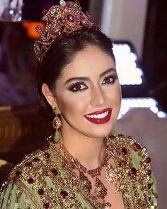 Caftan De Luxe, Robe De Luxe, Bijoux Marocains, Maquillage Mariage Marocain,  Robes