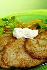 Yummy pancakes become yummier when made with creamy mashed potatoes. Try these recipes to make such delicious mashed potato pancakes. Slovak Recipes, Ukrainian Recipes, Czech Recipes, Ethnic Recipes, German Recipes, Polish Potato Pancakes, Mashed Potato Pancakes, Potato Cakes, German Potato Pancakes