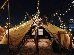 土日やハイシーズン中にオープンする「森の映画館 太陽と星空のシアター」は、キャンプ場内の大きなテントで夜に上映される映画館。大人も子供もみんなで楽しめる、アットホームなキャンプ場をどうぞ満喫してください♪