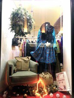 #lafemmemimi #fashion #designer #womensfashion #prague #window #bag #skirt #christmas