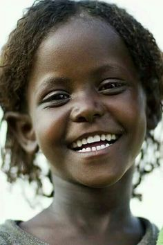 Afar girl from Ahmedela - Ethiopia~ Beautiful smile! Beautiful Smile, Black Is Beautiful, Beautiful World, Beautiful People, Beautiful Clothes, Precious Children, Beautiful Children, Just Smile, Smile Face