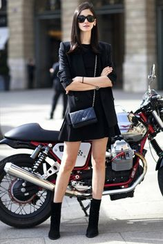 An Ultra-Cool All-Black Look For Spring
