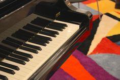 Auguste & Claire - Reportage More Than A House Bruxelles - Piano et tapis graphique