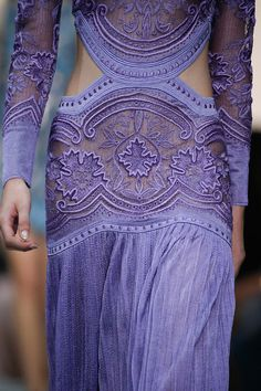 Hermoso vestido color lila.