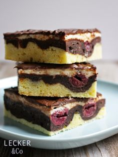 Oh ich liebe Donauwelle - Schokolade und Kirschen in einem Kuchen, das ist genau meins. Ich wollte schon lange mal Donauwellen backen, weil...