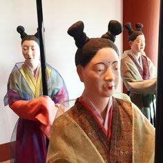 Доброе утро из Осаки! Придворные дамы дохэйанского императорского двора желают вам хорошей трудовой недели! #Осака #8век #дамы #дама #придворные #Япония #ДревняяЯпония #японки #красотки #прически #макияж #тенитени #понедельник