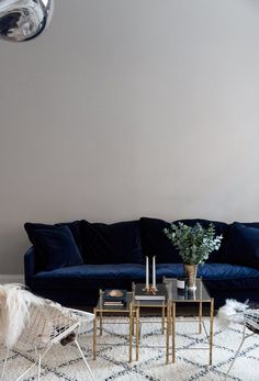 Navy Blue Velvet Couch Inspirational Blue Velvet Sofa On Room Ideas With Black Navy Large Cream Couch Dark Red Chaise Cheap Sectional Sofas Under Oversized Leather Dark Blue Velvet Corner Sofa Interior Design, Living Room Sofa, New Living Room, Home, Interior, Sofa Inspiration, Blue Velvet Couch, Living Room Inspo, Velvet Furniture