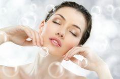 Comment faire un gommage pour le visage ? Découvrez le gommage au bicarbonate de soude de grand-mère. Un soin rapide et efficace, très apprécié par la peau mixte et la peau grasse.